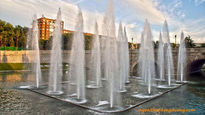 Vòi phun cascade jet được thiết kế thành nhiều cột nước trong 1 hồ điều hòa tạo sự hùng vĩ.